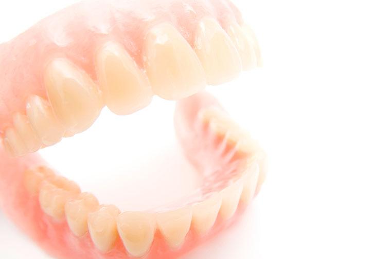 当院の調整だからこそできる精確な入れ歯